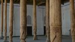 Kokand - interior de mezquita, las bobedas y arcos dejan paso a las vigas y pilares de madera en un estilo que veremos tambien en Xinjiang