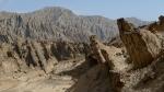Plegamientos tectonicos. Estratos verticales que denuncian los esfuerzos de compresion de placas que se dan en esta zona.