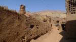 Calles de barro, muros de adobe, y secaderos de uva. Turfan