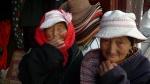 Caras en un bazar de Songpan