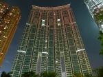 Flamantes nuevos edificios de viviendas en el Elements. West Kowloon