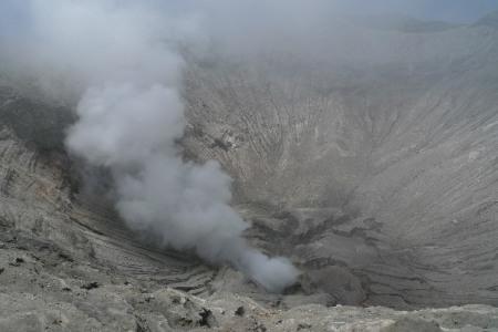 El interior del crater del Bromo, las puertas del infierno.