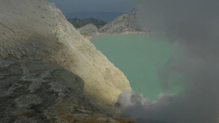 Fumarolas y lagos sulfurosos, olor a huevo podrido
