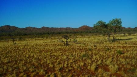 El color rojizo de la tierra da nombre a la región