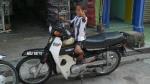 Estos son de la juve, el papa tiene la moto bianconera i el niño la samarra de Baggio